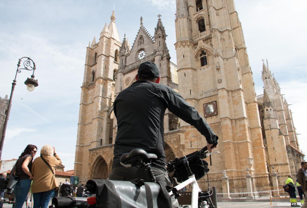 Camino de Santiago desde León- Comenzarás a pedalear en León