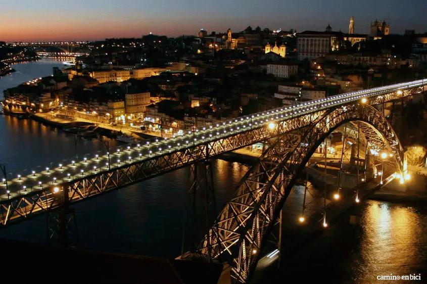 Oporto, ciudad de moda. Vista nocturna del Puente de Luis I