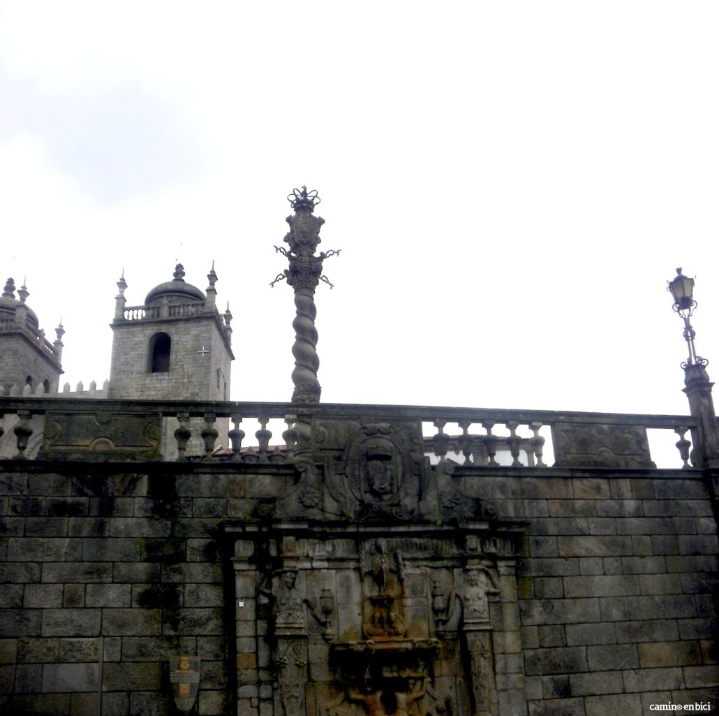 Oporto, ciudad de moda - Balcones, torres y columna de la Sé