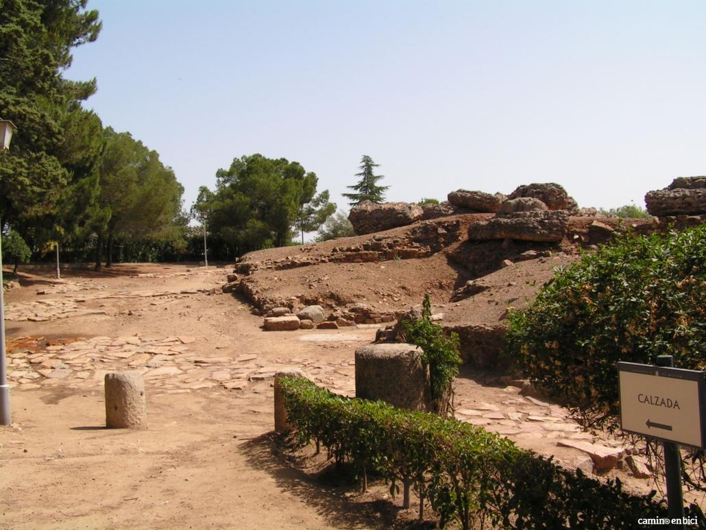 Calzada romana por la que a día de hoy pasan miles de peregrinos